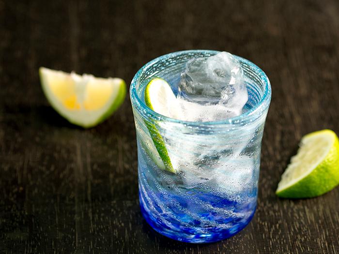 泡盛が美味しく飲めるようディテールにこだわった「島ロック」。島ロックグラス(1個) 2,200円(税別)