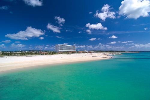 ホテル目の前のビーチ「美々ビーチいとまん」海遊びや海岸散歩にくりだそう
