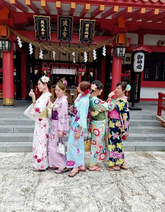 We have many yukatas available, so you should be able to find one you like.