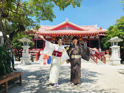 We are offering this service at affordable prices because we want you to become more familiar with yukatas, kimonos, and kimono dressing!