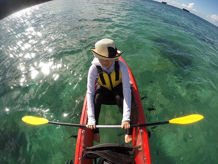透明獨木舟可清晰觀賞熱帶魚的嬉戲