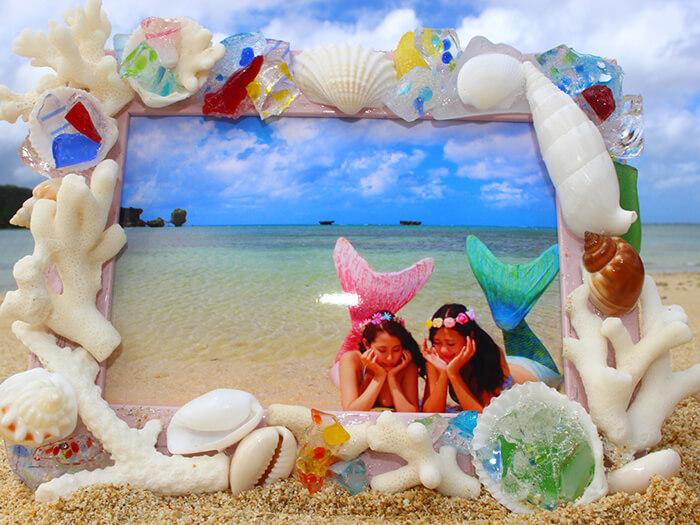 用沙灘撿拾的貝殼和珊瑚礁手作獨一無二的相框!