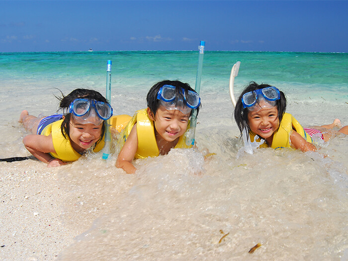 透明な海と白い砂浜で楽しい思い出を作ろう!