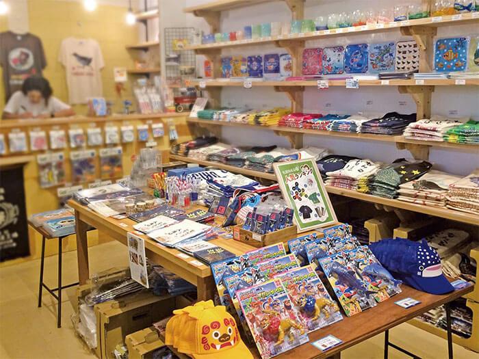 オリジナルの沖縄の可愛いグッズやTシャツ等がぎゅっと詰まったショップです。