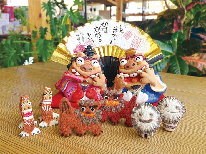 全て手作り、一点もののシーサー 沖縄の綺麗な海によく映える色鮮やかな守り神