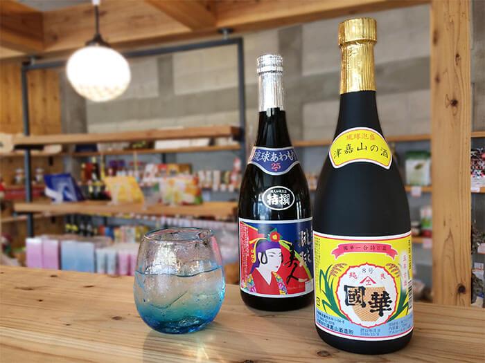 名護市内に酒造所がある、「津嘉山酒造」や「羽地酒造」「龍泉酒造」の泡盛取り扱っております。また、「津嘉山酒造」はオリジナルグッズも販売中です!