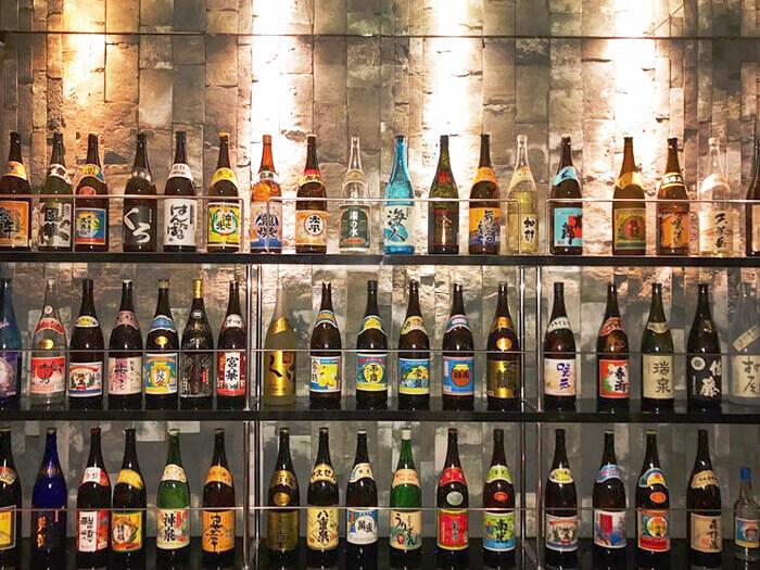 備有46家酒廠的泡盛酒。