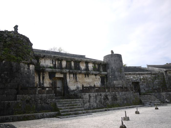 It is a long line of huge imperial mausoleums from the Second Sho Dynasty. It is said that King Sho Shin built it to transfer his father King Sho En's remains in 1501.  <br>PHOTS provided by OCVB