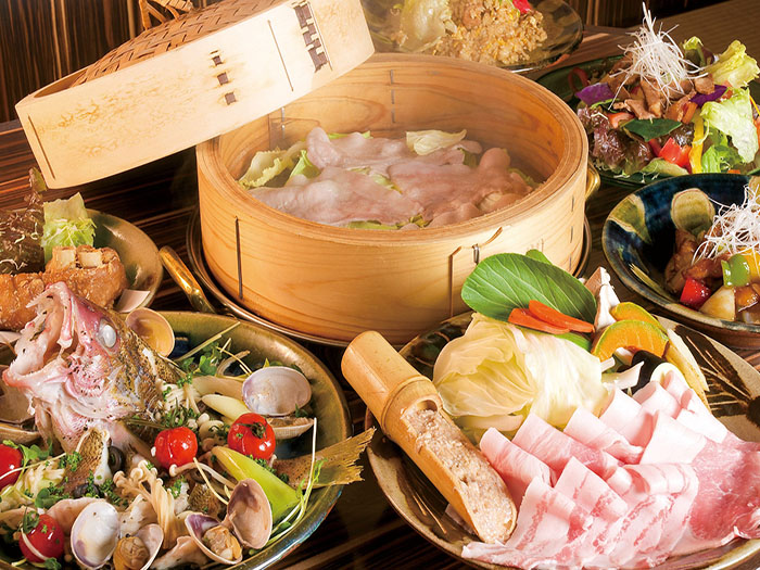 Basket-steamed Agu pork banquet course that you can eat up delicious Okinawan foods!
