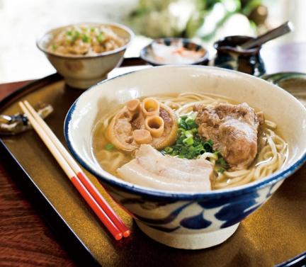沖繩面,是沒使用化學調料的湯汁嚴選麵條的驕傲。