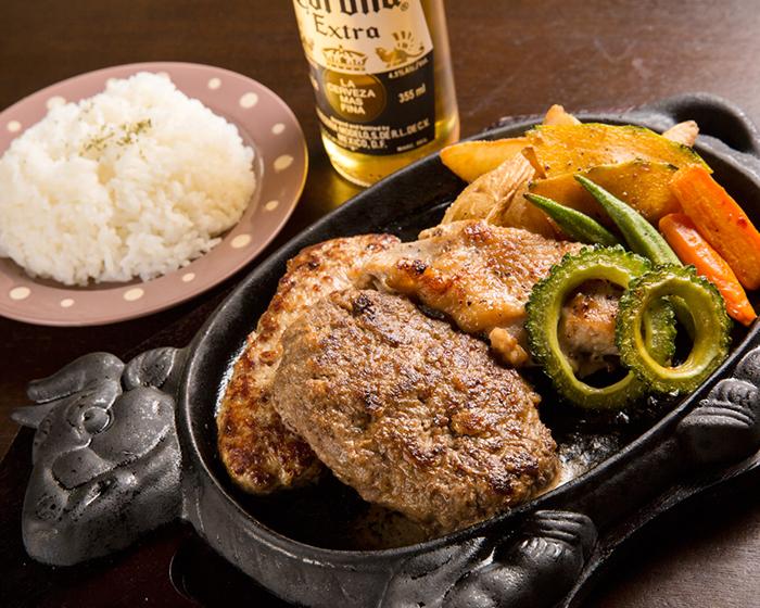 採用百分之百沖繩特產石垣牛・Agu豬肉與山原雞肉的做成的料理,讓您享受品嘗美味的人氣料理「奢華的享受」