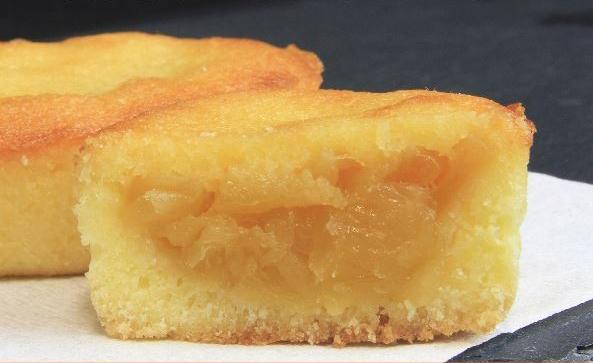 百分百使用縣產熟成鳳梨,非常有人氣的「琉球鳳梨蛋糕」 。自家專門工廠生產無添加獨創甜點「KUKURU sweets forest」