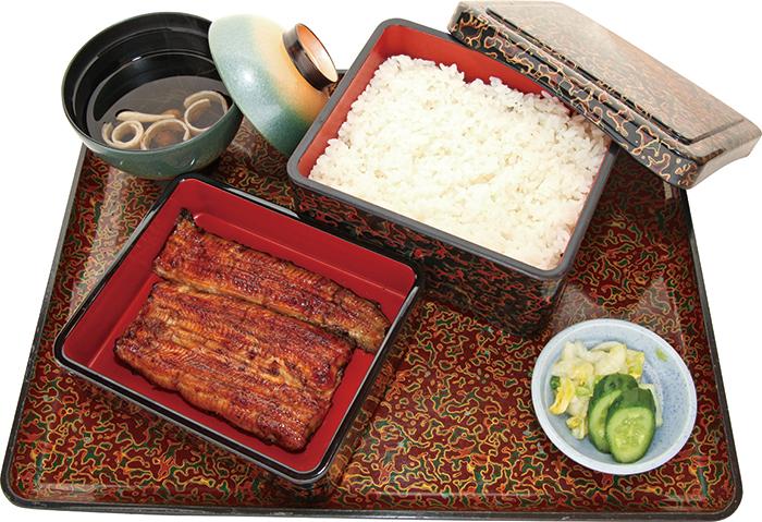 使用沖繩縣產或日本產鰻魚的「日式盒裝鰻魚飯」配上店家自豪的醬料,更是風味濃郁!醬料、鰻魚和白飯搭配得天衣無縫。