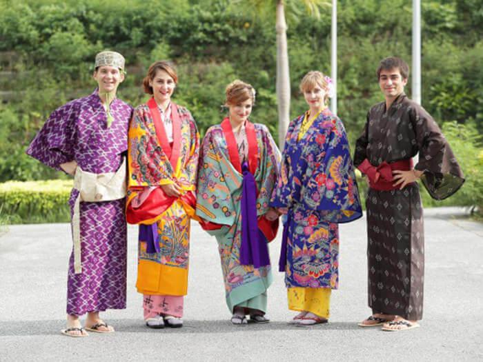 難得有機會來沖繩玩,一定要穿穿看琉球服裝! ※僅限館內拍照。