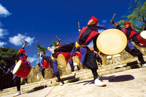 """The soul-stirring traditional dance full of energy, """"the Super Eisa"""" is played 4 times per a day!"""