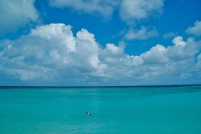 是日本最南端的島這裡「星沙」很有名。細緻的白色沙灘和深綠色的大海是最令人感動的。