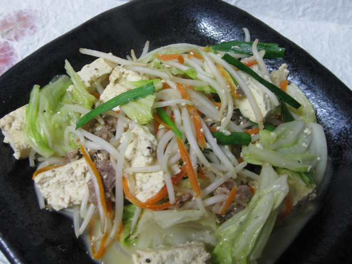 島豆腐與沖繩炒蔬菜都是非常健康養生的料理 (580日圓)