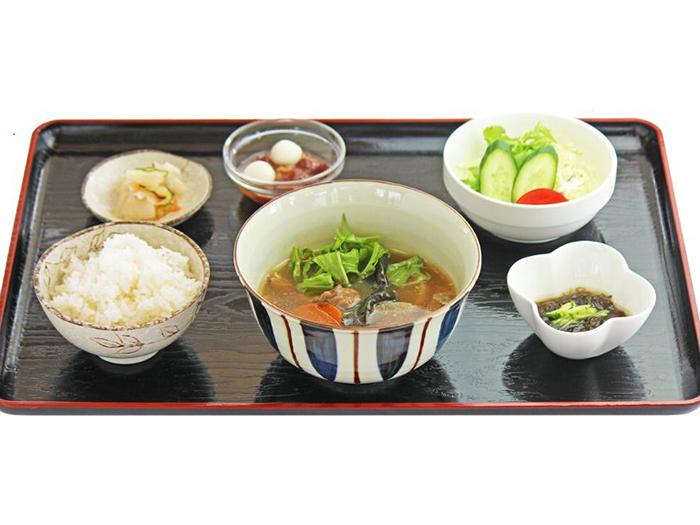 人氣「甲魚汁套餐」,完全沒有甲魚的腥臭味,可以享用到美味的甲魚湯。