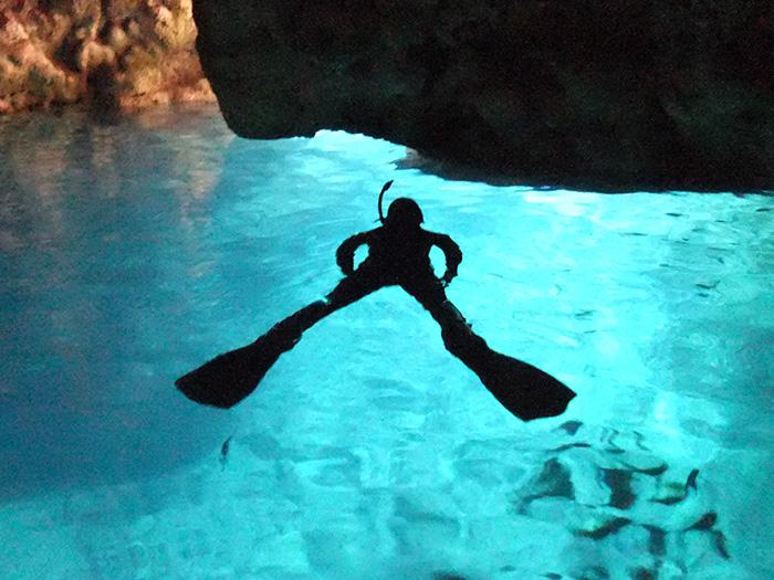 神秘的青之洞窟!