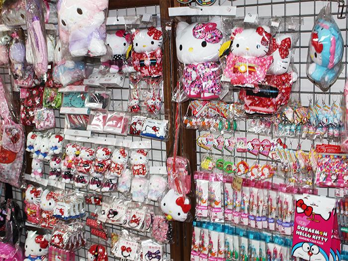 從小物品到玩偶甚麼都有的Hello Kitty商品區,種類眾多豐富。