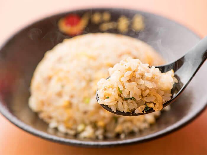 加入博多一幸舍秘傳醬汁和高湯的特製炒飯也是必點之一