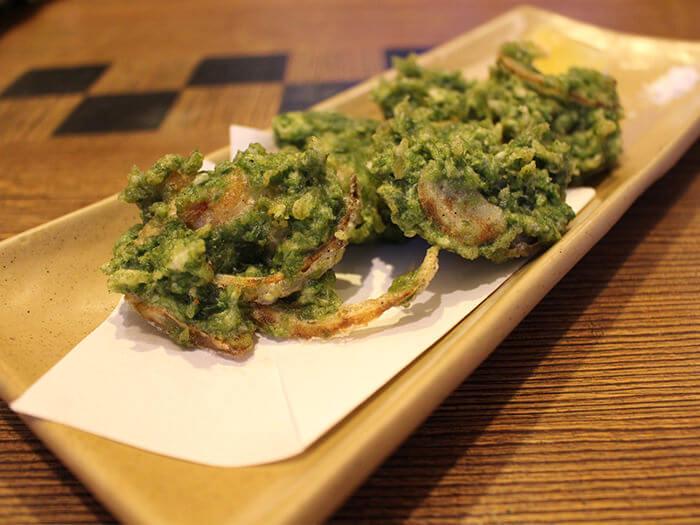 呈現石蓴美麗綠色的「酥炸石蓴鮮蝦」