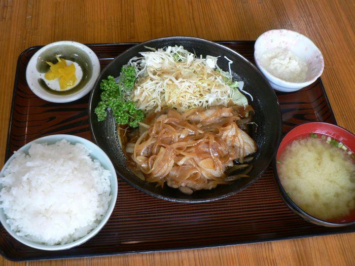 沖繩家庭料理菜單也很豐富