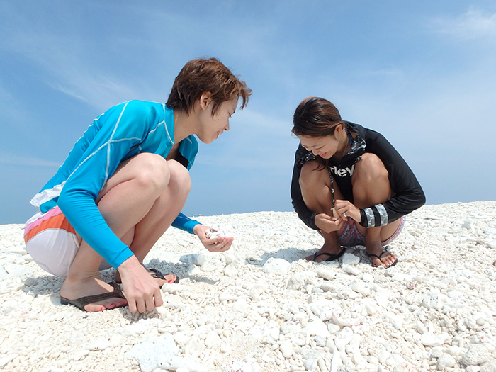 在無人島 KUEFU島,白色的沙灘,藍色的天空,留下滿滿的迴憶照片吧!