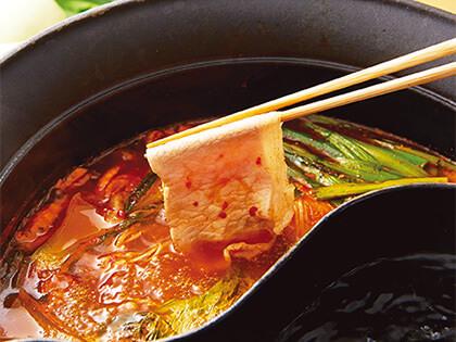 火鍋種類豐富,可任選湯底