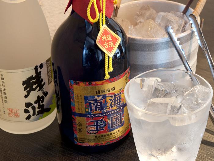 除了日本酒以外,店內也提供沖繩傳統泡盛酒以及獨創調酒。