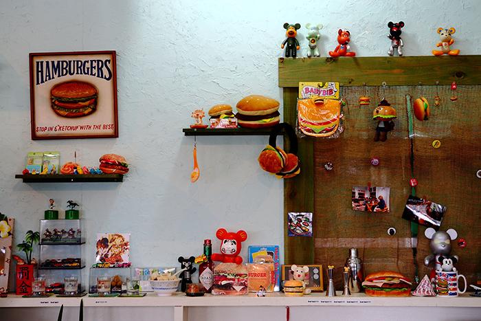 收集許多與漢堡相關的物品