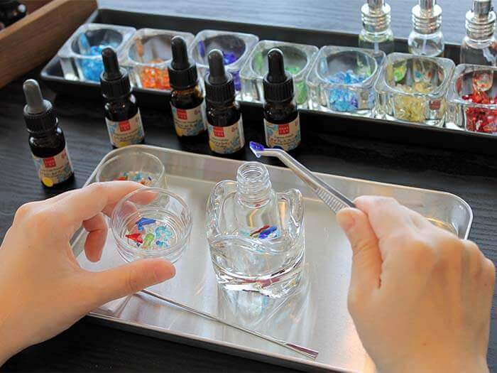 Put pieces of Ryukyu glass in the bottle to complete the perfume! It is strange, as well as fun, that you will choose a different fragrance depending on your physical and mental state of the day.