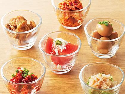 快速上桌的小菜從清爽到微辣等各種口味都有,菜色多元豐富