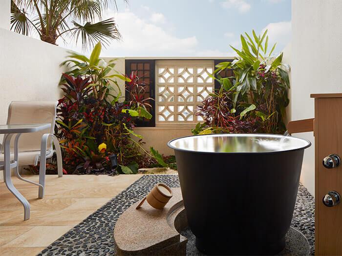 附設私人露天浴池的海景客房