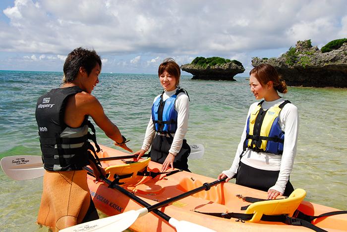 搭乘海上獨木舟的行程也會為您安排專業嚮導,讓您安心遊玩