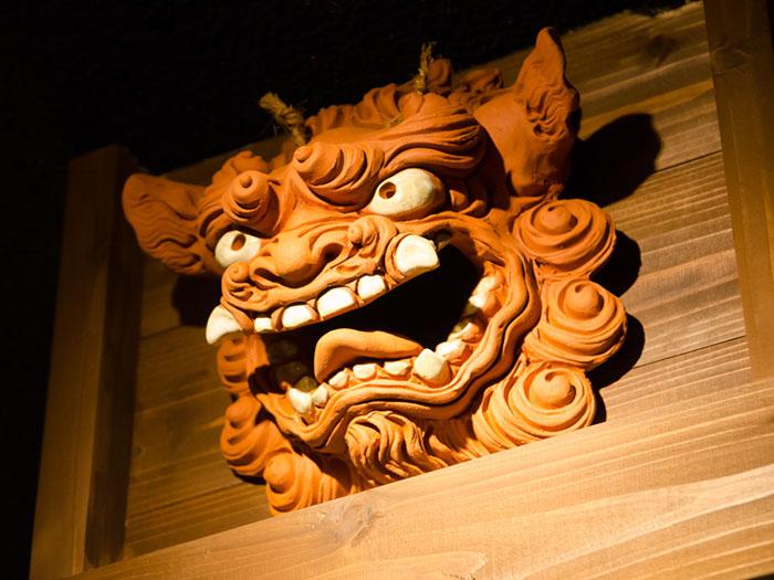 裝飾在店內的陶器獅像