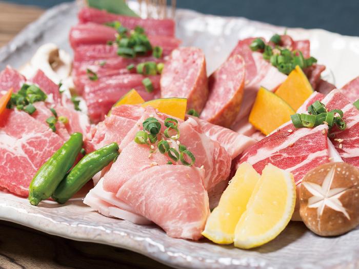 能品嘗六個不同部位的美味「山原豬肉全豬套餐」