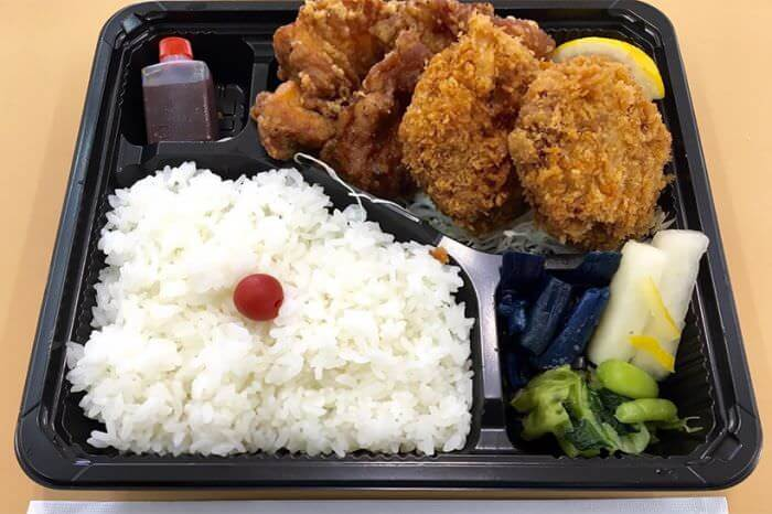 綜合便當(炸肉餅2個、炸雞塊) 850日圓