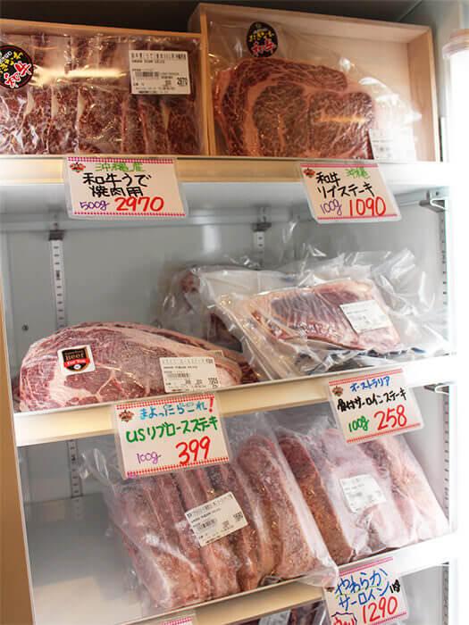 從縣產和牛至進口牛,販賣著多種多樣部位的牛肉。