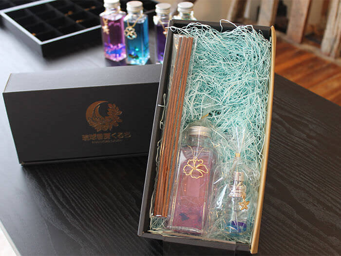 Our combos to make both perfumes to wear and aromatic items to decorate the room are very popular!