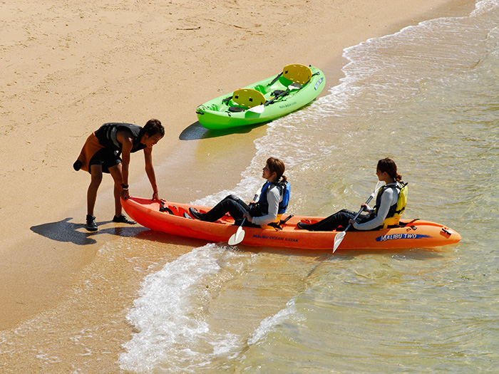 也能搭乘海上獨木舟到無人島遊玩