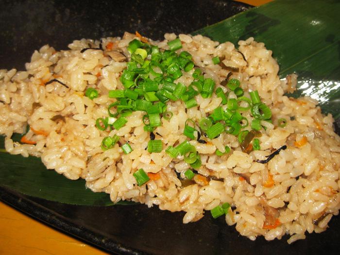 帶有沖繩味的蒸飯「雜炊蒸飯」 (680日圓)