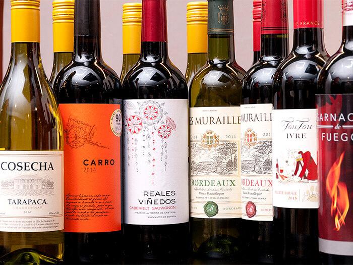 葡萄酒有瓶裝和杯裝。嚴格挑選著適合於肉類的葡萄酒。