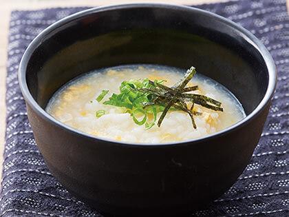 最後再品嘗釋出滿滿肉汁的美味湯頭(多種麵類與白飯等)