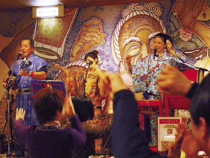 在沖繩本地料理名店「AnGaMa」聆賞三線現場演奏&享用沖繩料理晚宴