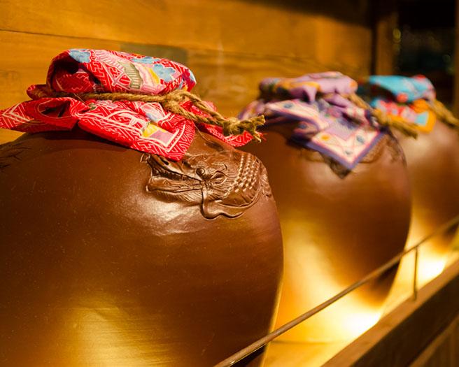 泡盛甕的裝飾充分地展現出沖繩的特色