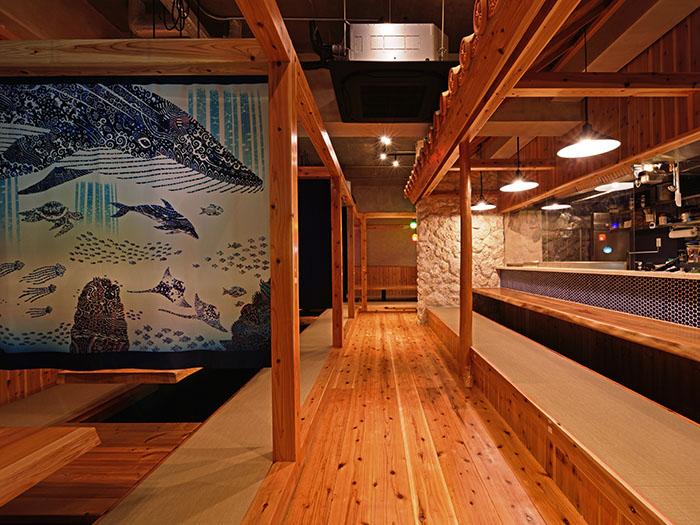 拉上拉門的個室可以容納12人