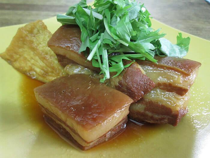 """琉球料理的燉煮豬肉塊""""Rafute(帶皮層肉)"""""""