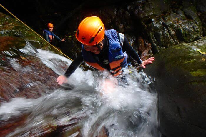 在第三座瀑布,使繩索攀登而上。