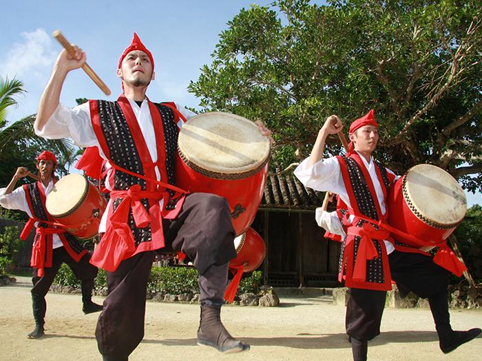 豪壯的哎薩歌舞表演每天演出4次